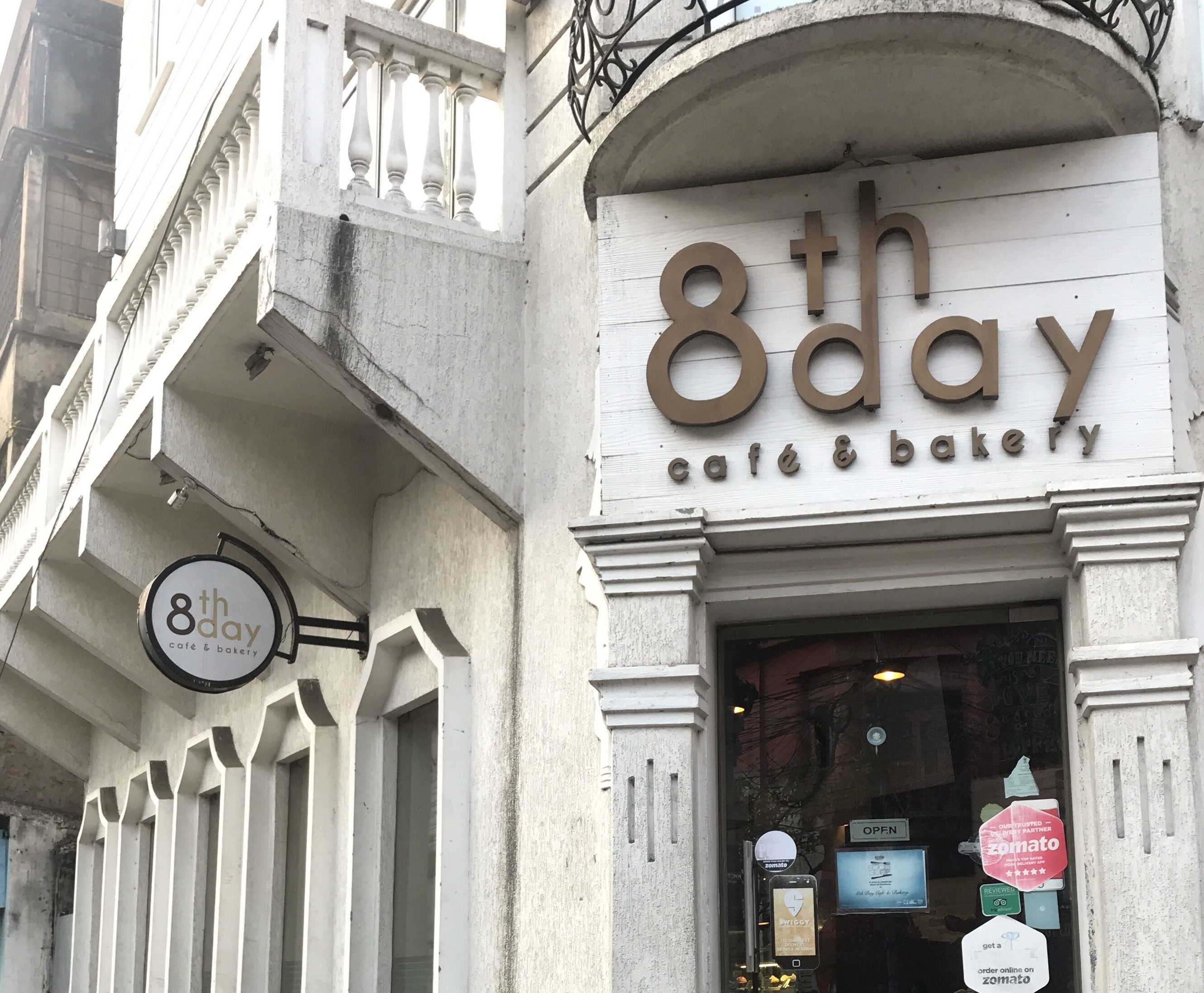 8th day Cafe & Bakeryの入り口